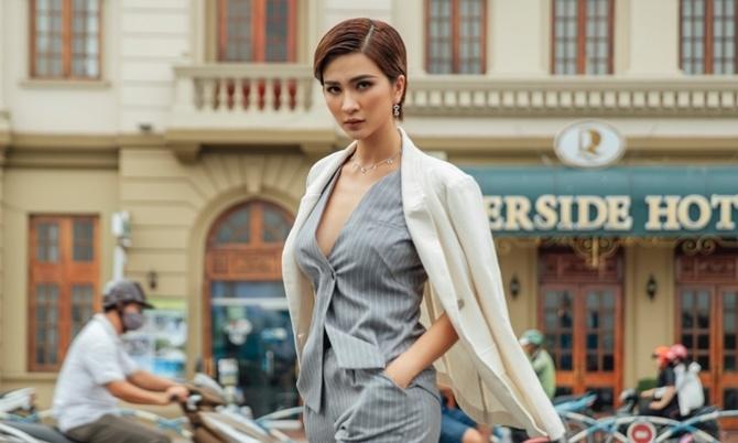 Kim Tuyến mặc áo xẻ ngực – Ngôi sao