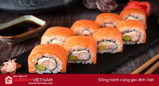 Bí quyết làm sushi cá hồi Nhật Bản đơn giản, không bị tanh | Siêu rẻ Magazine |