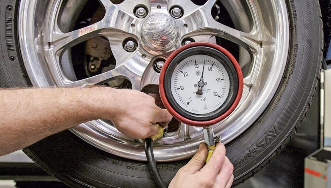 Tiêu chuẩn bơm lốp xe ô tô bao nhiêu cân | SẠCH