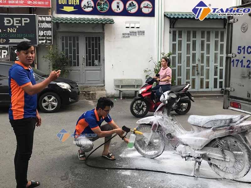 Dụng Cụ Rửa Xe Không Chạm (bộ thiết bị rửa xe không chạm)