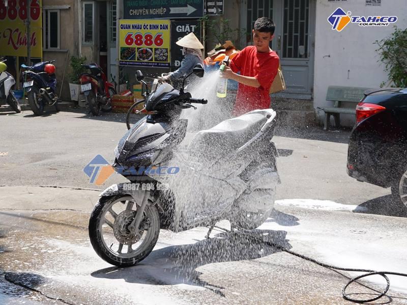 Nước Rửa Xe Trung Tính là gì? (sự thật về nước rửa xe pH = 7)